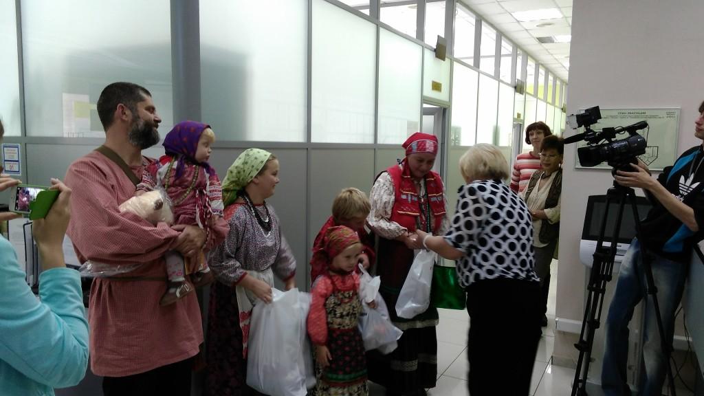 Сотрудники Центра занятости населения «Троицкий» помогли собрать детей в школу
