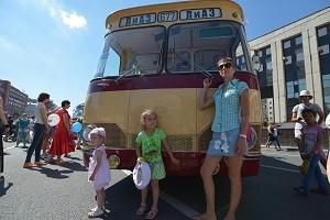 Парад автобусов на проспекте Сахарова.