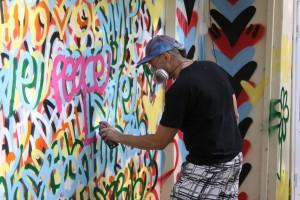 Крис Риггс создает арт-перформанс Мир и Любовь в парке Сокольники 2