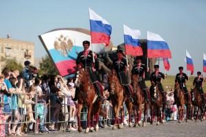 Показательные выступления Кремлевской школы верховой езды и Кавалерийского почетного эскорта Президентского полка в честь Дня Российского флага в Парке Победы на Поклонной горе
