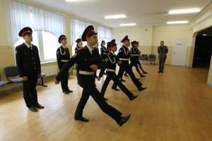 8 августа 2015 года. Поселение Московский. В школе №2065 кадеты 8 «Б» класса проверяют, как сидит на них новая форма