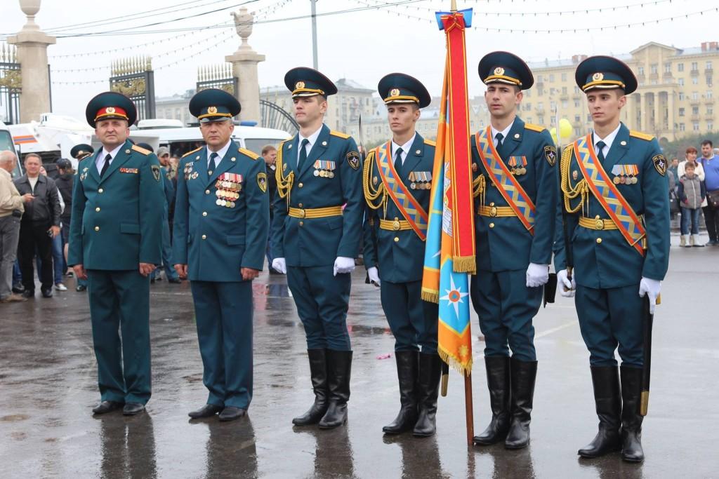 В День города состоялся праздничный парад сотрудников МЧС