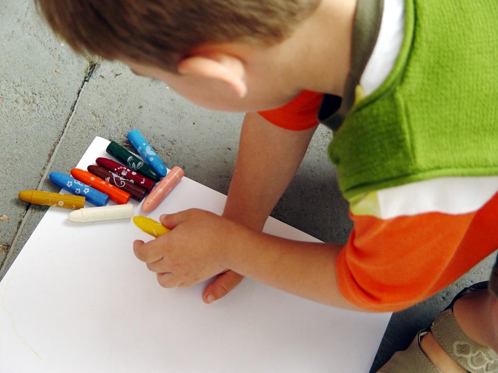 Детей Десеновского научат рисовать
