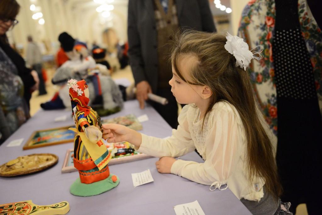 В Краснопахорском открылась выставка детских поделок