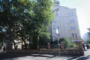 Ограда в районе Якиманки вокруг жилых домов в 1-м Спасоналивковском переулке
