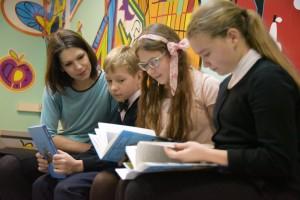 Волонтер в детской библиотеке им. братьев Гримм.