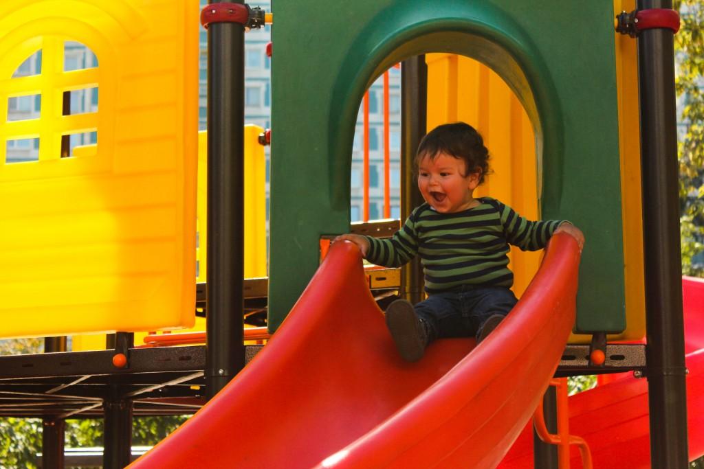 Родителям необходимо заботиться о безопасности детей во дворах