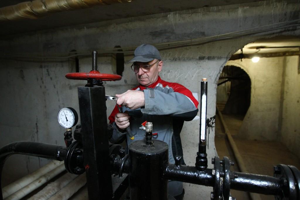 В домах Киевского заменят трубопровод