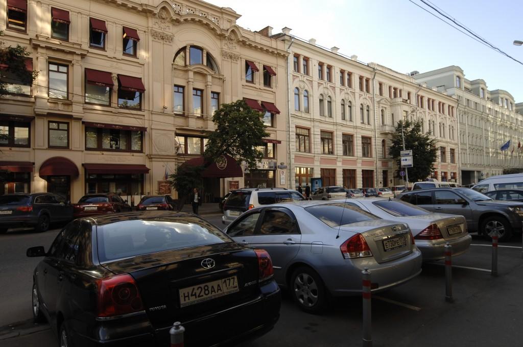 Введение точечной платной парковки уменьшит число аварийных мест Москвы