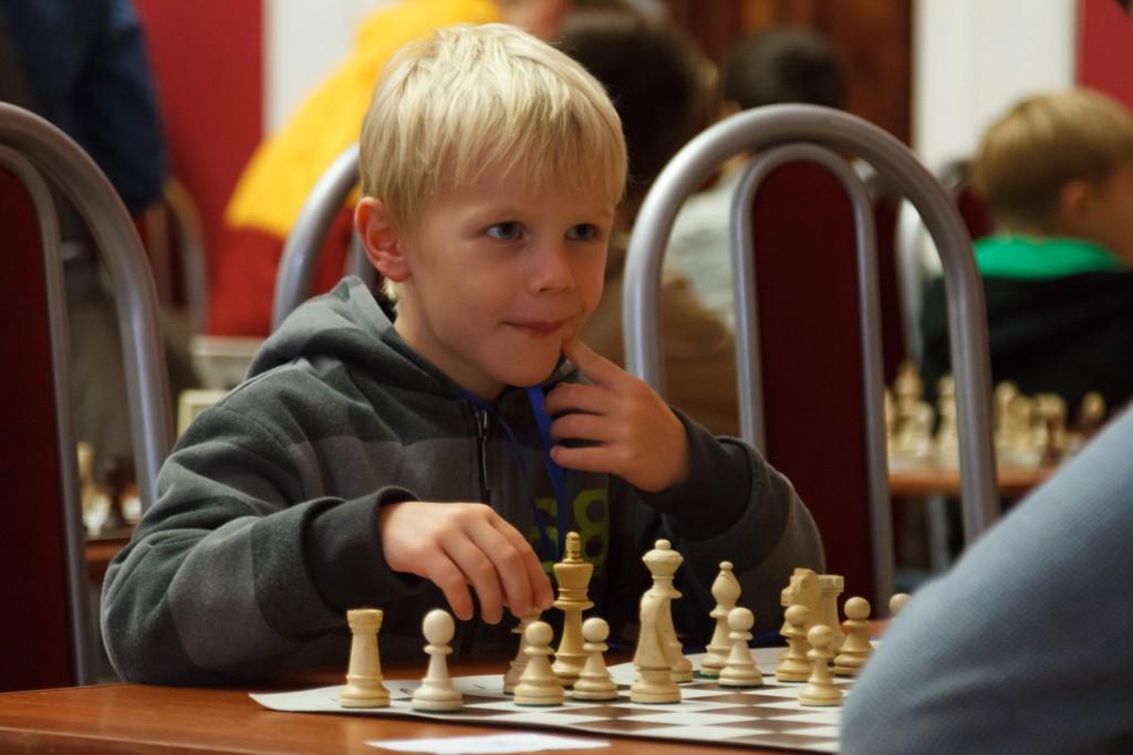 В спортивном клубе Рязановского поселения дети сразились в шахматы