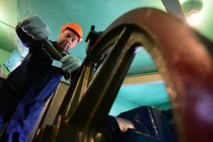 Работа по замене лифта в доме по адресу улица Шохолова, 8к1 в рамках программы капитального ремонта. Монтажник Чувпило Александр. 17.08.2015 13:22