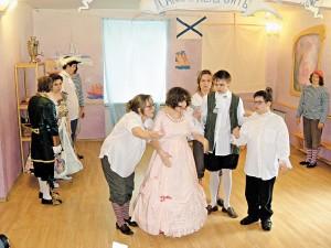 Старшеклассники марушкинской школы поставили спектакль