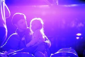 25 сентября 2015 года. Фрунзенская набережная. Генеральная репетиция открытия фестиваля. Световые проекции на зданиях Минобороны РФ завораживают и взрослых, и детей