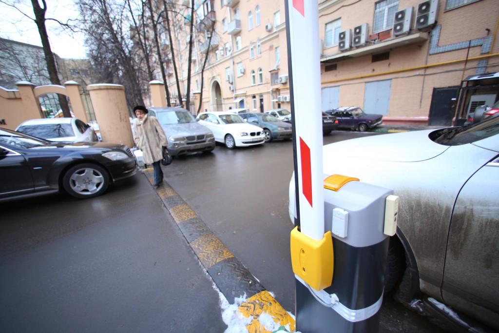 Более тысячи шлагбаумов появились на платных парковках Москвы