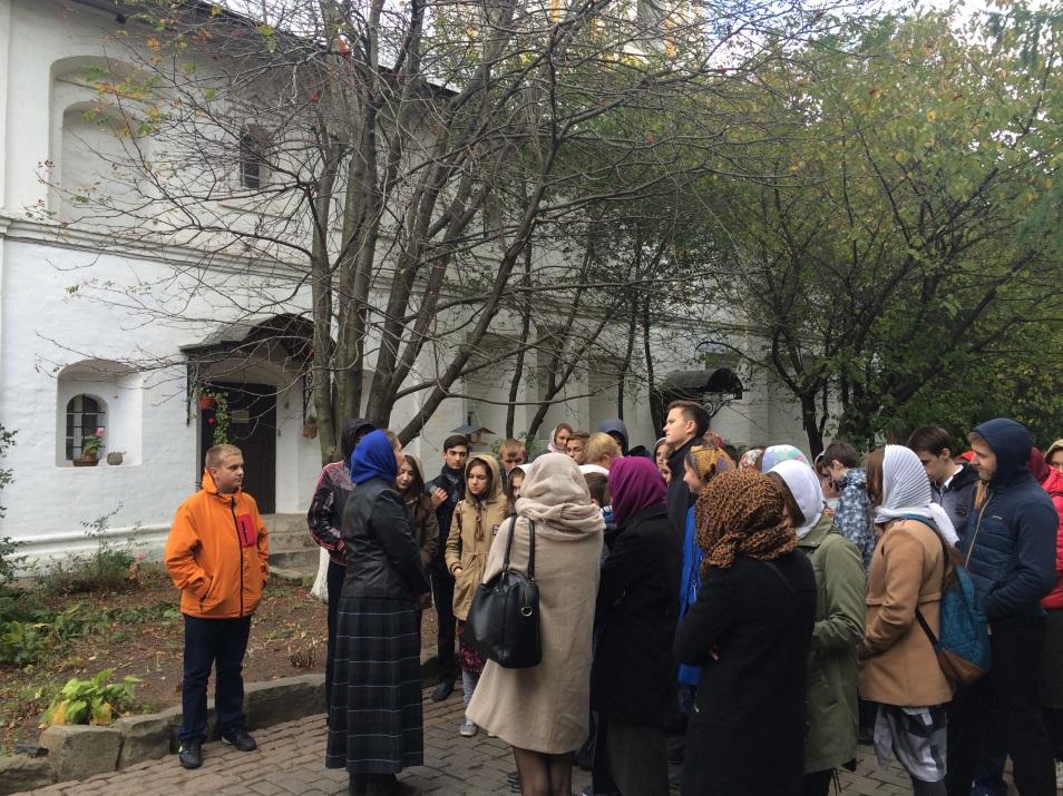 Школьники Мосрентгена посетили Новоспасский монастырь