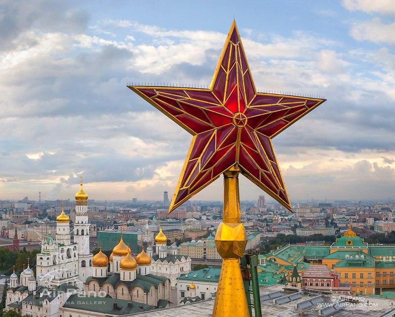 Кремлевским звездам исполнилось 78 лет