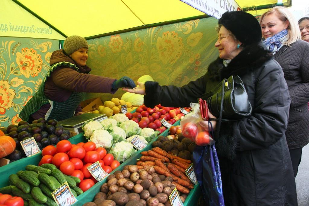 Продавцам на ярмарках выходного дня выгодно делать скидки для москвичей