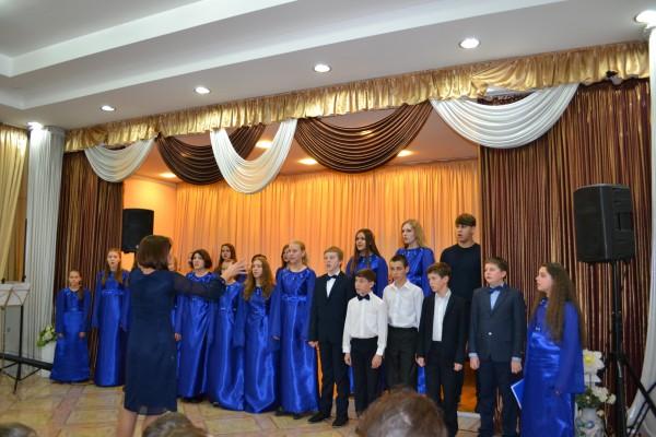 В Воскресенской школе искусств отметили День матери праздничным концертом