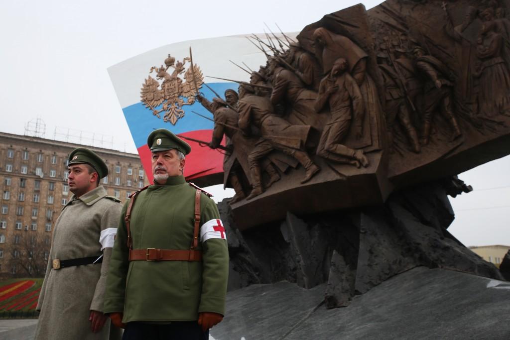 Фото из архива. Возложение цветов к памятнику Героям Первой мировой войны на Поклонной горе