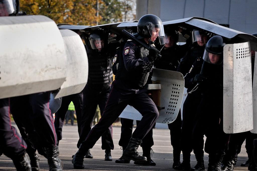Огонь в пригороде Парижа: задержаны террористы