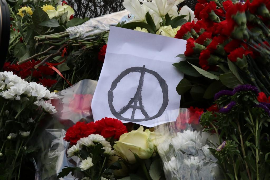 Charlie Hebdo вновь публикует карикатуры на жертв терроризма