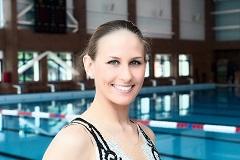 Чемпионка мира по синхронному плаванию любит каток в парке