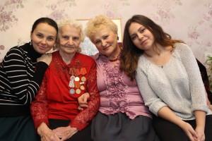 Первомайское. Лидия Андреева (прабабушка), Любовь (бабушка), Марина (мама), Карина (правнучка).