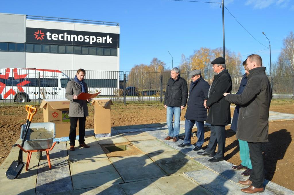 Глава администрации Троицка заложил фундамент Российского центра гибкой электроники