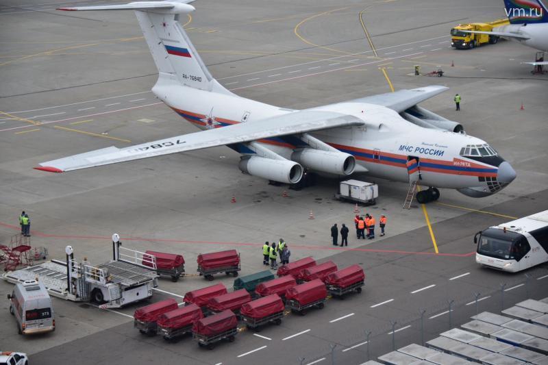 Началась разгрузка второго самолета с багажом российских туристов из Египта