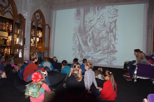 Школьники из Воскресенского посетили выставку «Алиса в стране чудес»