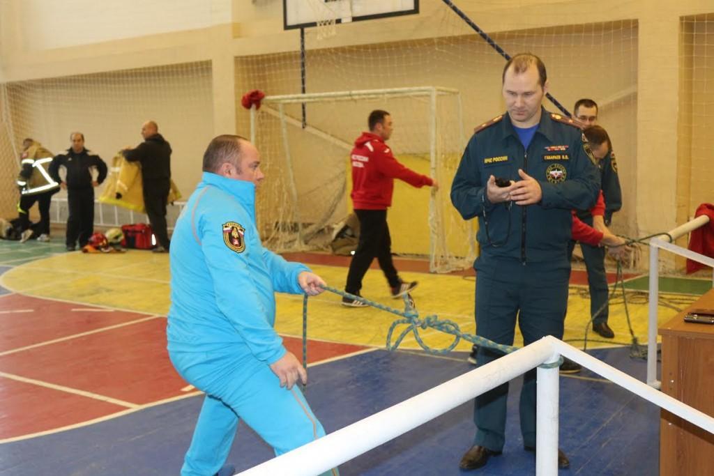 Спасатели Новой Москвы сдали нормативы пожарно-прикладного спорта