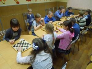 В «Журавушке» сыграли в шашки
