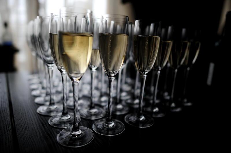 В Новый год москвичи выпьют около 5 миллионов бутылок шампанского