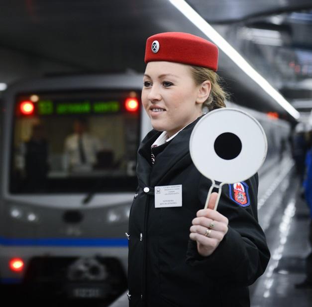 Метро Москвы выпускает новогодние проездные билеты