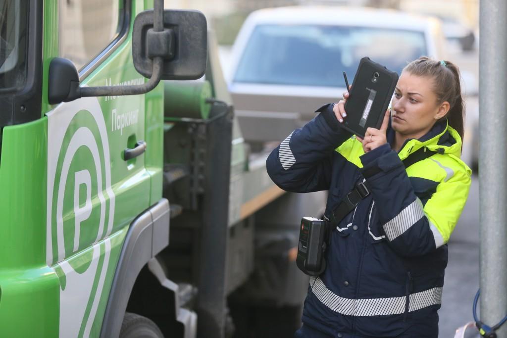 В Москве введут штрафы за парковку на газонах
