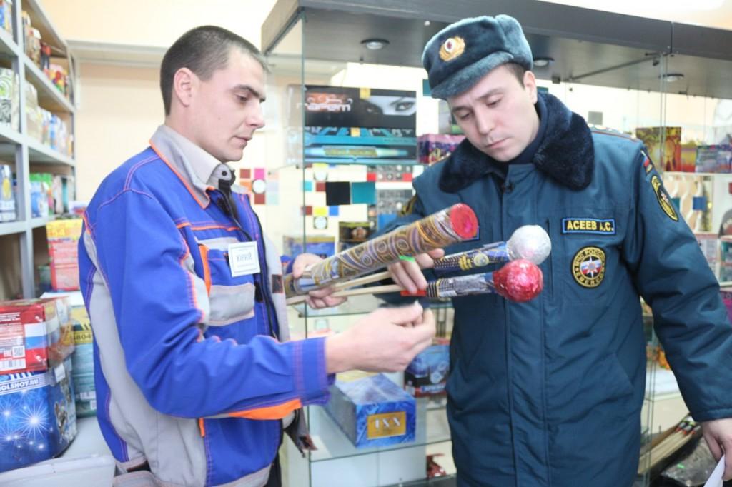 В Новой Москве проверили пункты продажи пиротехники