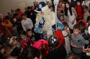 Новогодняя Елка для детей разных национальностей