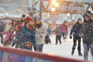 14 декабря 2014 года. Москва. Красная площадь. Обязательный атрибут фестиваля — каток для детей и взрослых