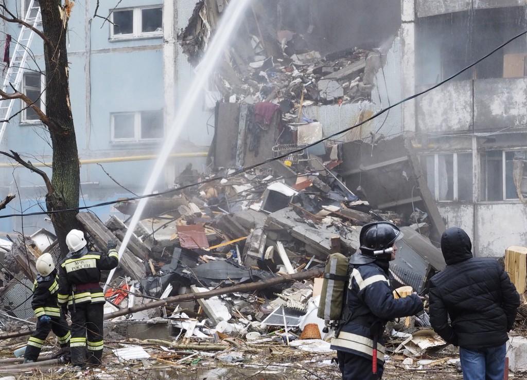 Взрыв в Волгограде: под обломками могут оставаться более 5 человек