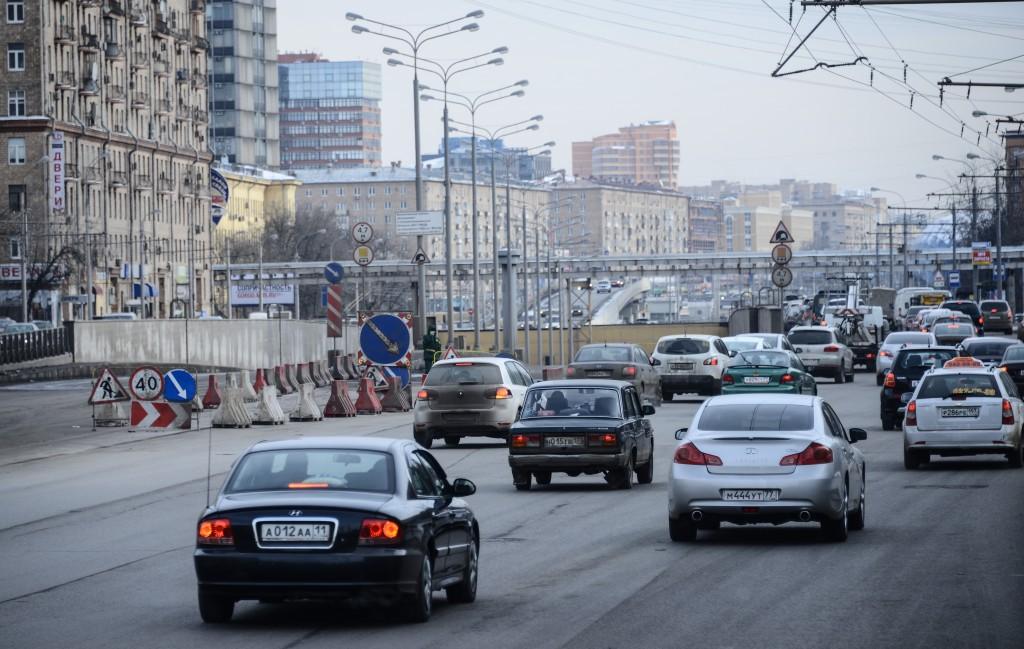 Камеры на дорогах Москвы зафиксируют повороты не из того ряда