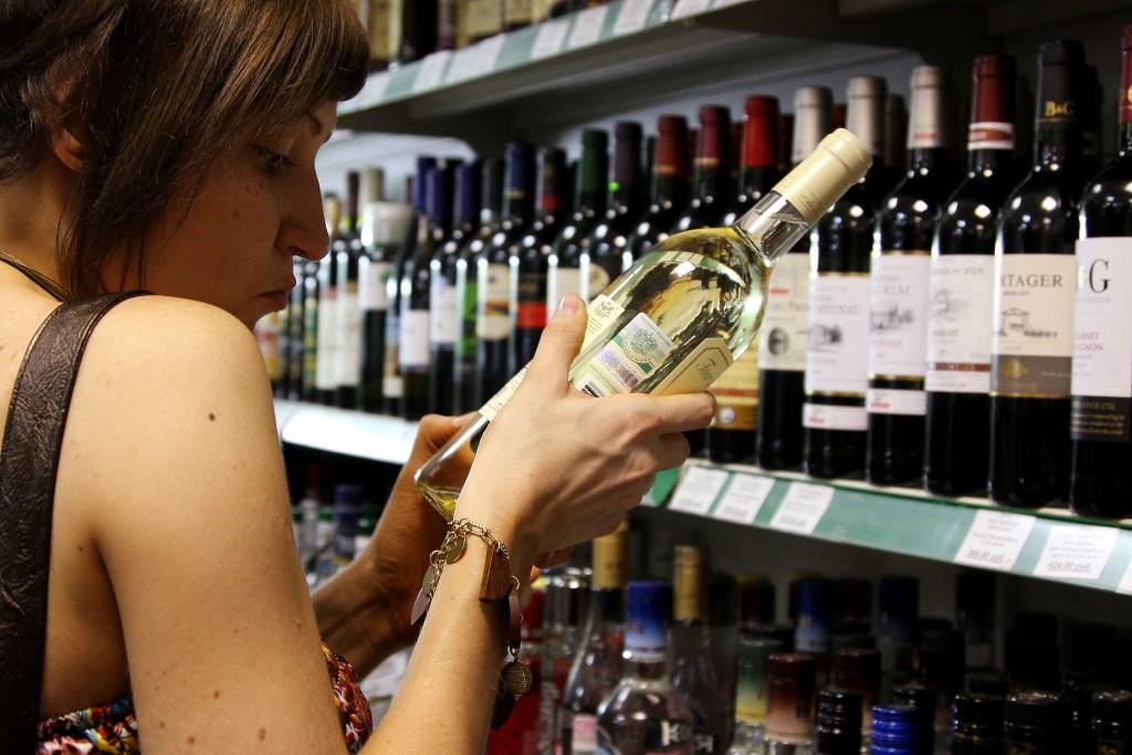 У трех столичных компаний отозвали лицензии на продажу алкогольной продукции