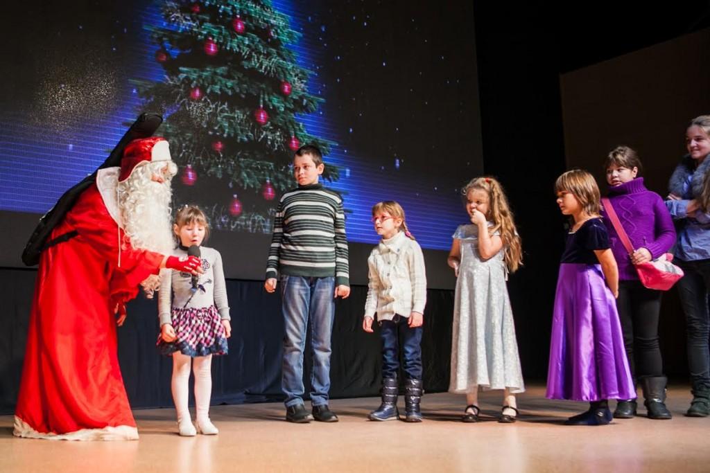 В Центре молодежного парламентаризма провели елку для детей-инвалидов