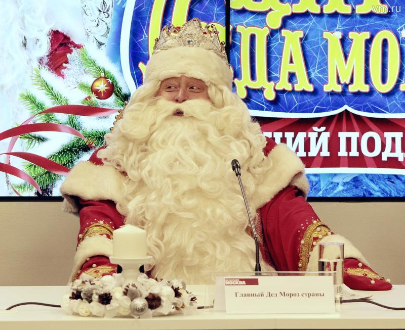 Главному Деду Морозу страны подарили селфи-посох