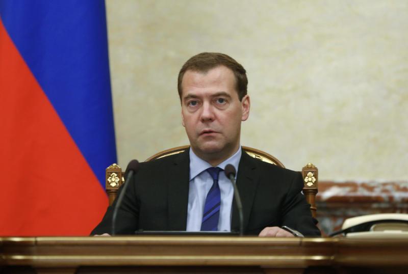 Дмитрий Медведев ограничил ввоз импортных аналогов российских лекарств