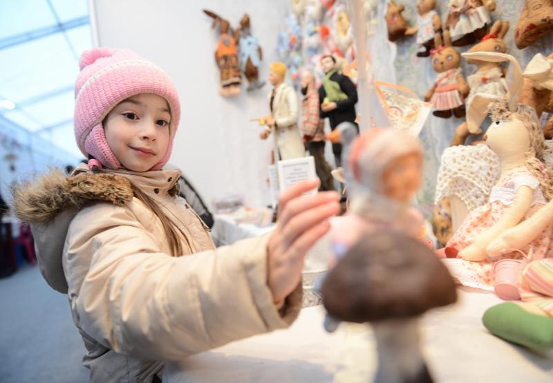Новая Москва начала отправлять подарки детям Новороссии