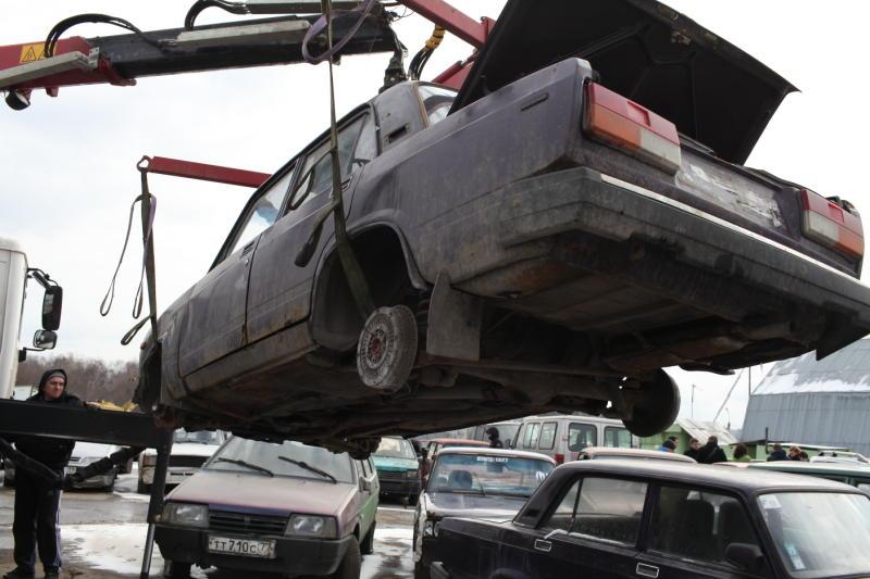 В поселении Внуковское обнаружена брошенная машина