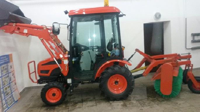У Щербинской городской больницы появился собственный трактор