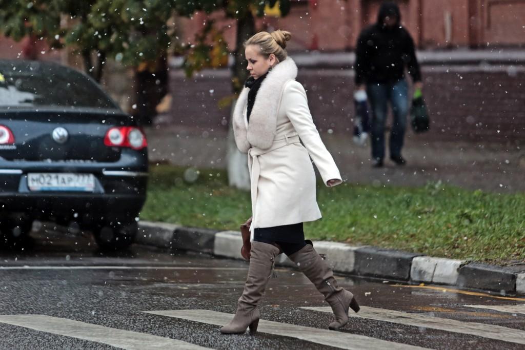 Дата: 08.10.2015, Время: 10:19 Первые снег в Москве. Улица Лефортовский вал