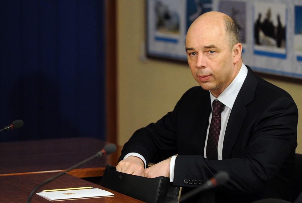 ITAR-TASS: ENGELS, SARATOV REGION, RUSSIA. APRIL 6, 2012. Russia's finance minister Anton Siluanov at a government meeting. The meeting discussed housing programmes for the Russian military and their families. (Photo ITAR-TASS / Artyom Korotayev) Ðîññèÿ. Ñàðàòîâñêàÿ îáëàñòü. 6 àïðåëÿ. Ìèíèñòð ôèíàíñîâ ÐÔ Àíòîí Ñèëóàíîâ ïåðåä íà÷àëîì ñîâåùàíèÿ ïî âîïðîñàì îáåñïå÷åíèÿ æèëüåì âîåííîñëóæàùèõ, êîòîðîå ïðîøëî â ãîðîäå Ýíãåëüñ. Ôîòî ÈÒÀÐ-ÒÀÑÑ/ Àðòåì Êîðîòàåâ