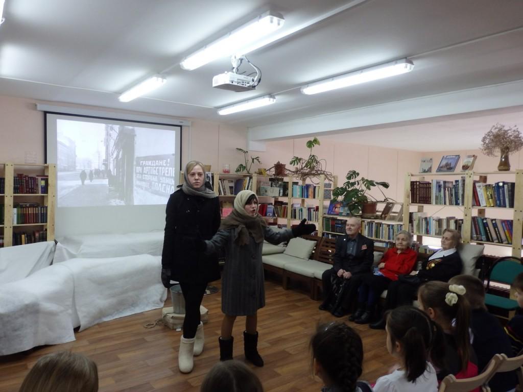 Школьники отразили подвиг ленинградцев в постановке